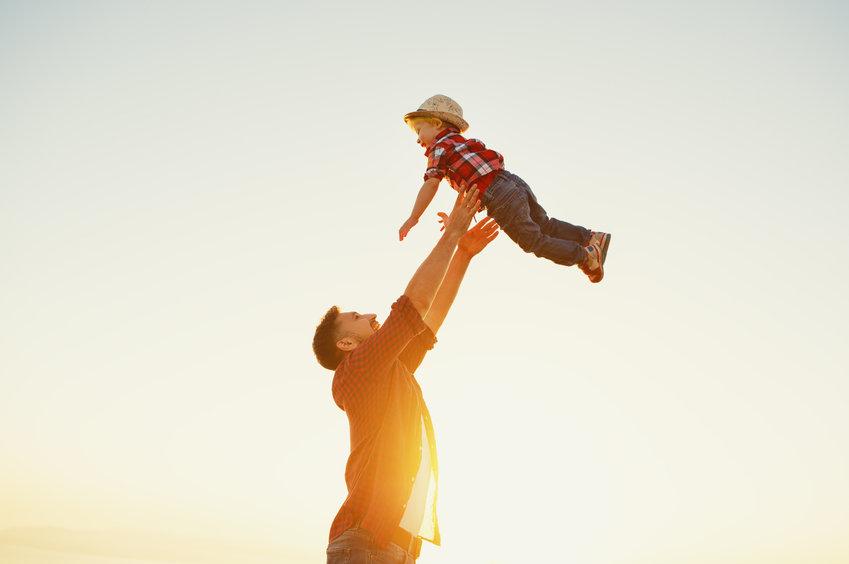 Reconocido el complemento de maternidad con efecto retroactivo desde la jubilación a un padre | Sala de prensa Grupo Asesor ADADE y E-Consulting Global Group