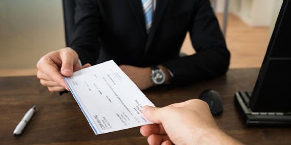 La indemnización por ERE está exenta, aunque el empleado se adhiera voluntariamente
