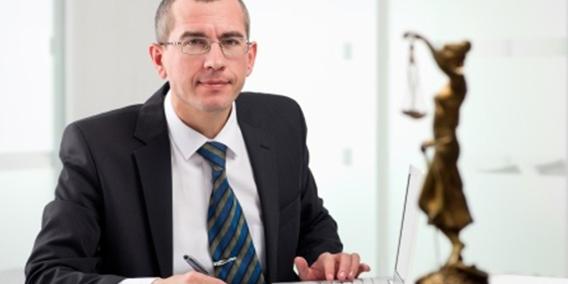 Hacienda obliga a los abogados de oficio a tributar por IVA | Sala de prensa Grupo Asesor ADADE y E-Consulting Global Group