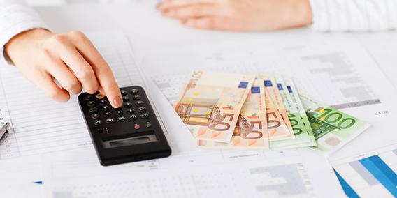 Cómo y cuándo puedo aplazar el pago del IVA o el IRPF