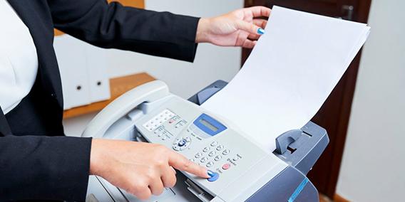 Una directiva de la UE prohíbe el fax como comunicación entre empresa y usuario por obsoleto  | Sala de prensa Grupo Asesor ADADE y E-Consulting Global Group