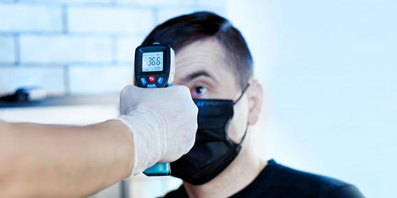 Los jueces no ven problema en medir la temperatura en centros de trabajo porque prevalece la salud pública