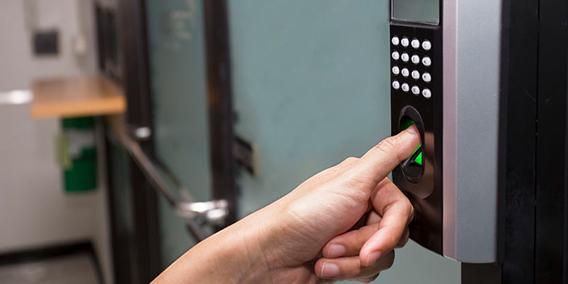Protección de datos y control horario ¿Cabe el fichaje mediante huella dactilar? | Sala de prensa Grupo Asesor ADADE y E-Consulting Global Group