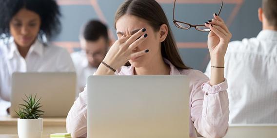 Los empleados tienen derecho a parar cinco minutos por hora, para descanso visual | Sala de prensa Grupo Asesor ADADE y E-Consulting Global Group