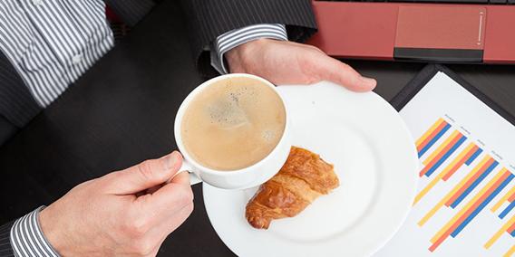 La AN avala que las empresas descuenten a sus trabajadores la pausa del café y fumar