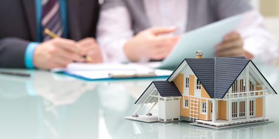 La nueva ley hipotecaria arranca con problemas entre la banca y los notarios
