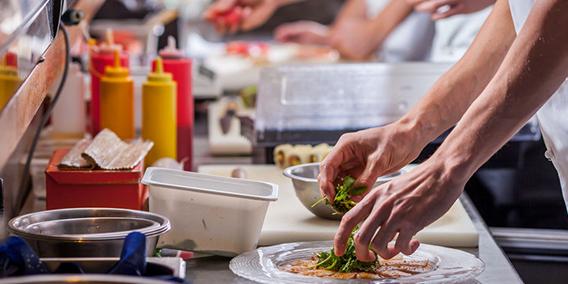 ¿Qué beneficios traen los vales de comida a empresas y trabajadores?   Sala de prensa Grupo Asesor ADADE y E-Consulting Global Group