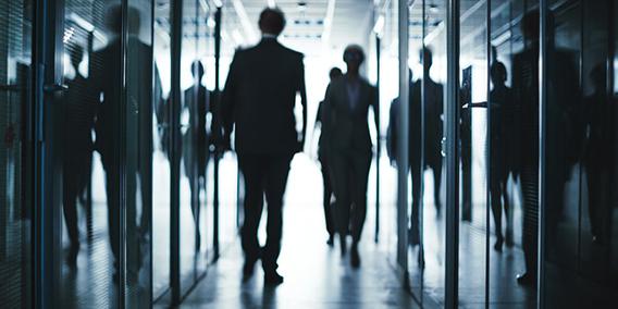 Diferencias entre autónomo con contrato mercantil  y un falso autónomo | Sala de prensa Grupo Asesor ADADE y E-Consulting Global Group