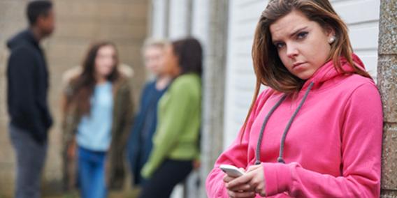 Propuesta para ofrecer 430 euros al mes a jóvenes sin empleo y que no estén estudiando que consigan un contrato de formación en una empresa. | Sala de prensa Grupo Asesor ADADE y E-Consulting Global Group