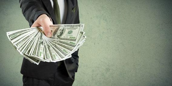 ¿Qué operaciones de préstamo se encuentran sometidas a las limitaciones a los pagos en efectivo?